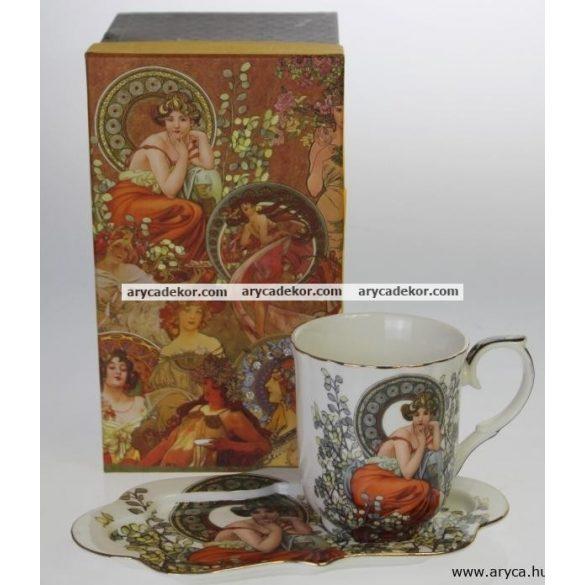 Porcelán csésze díszdobozban, tálcával